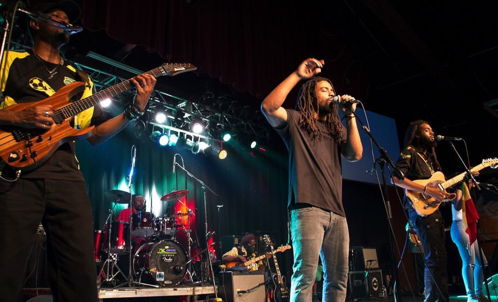 "Vocalist Dwayne ""Danglin"" Anglin performs during a recent Wailers concert. Photo by Charley Akers)"